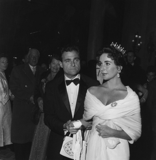 this-is-what-the-cannes-film-festival-looked-like-in-the-50s-1761479-1462581869.640x0c
