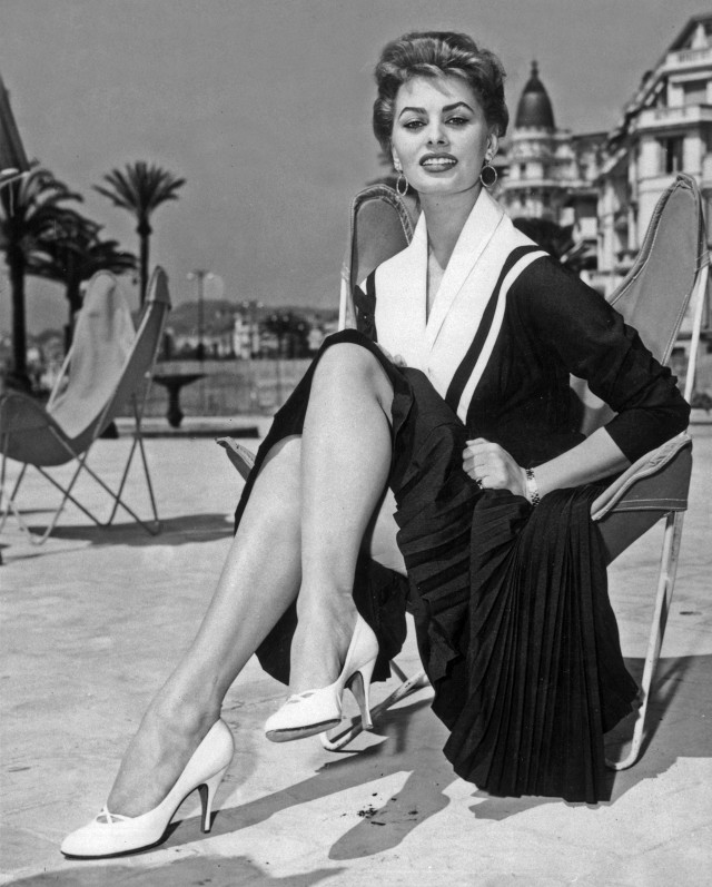 this-is-what-the-cannes-film-festival-looked-like-in-the-50s-1761480-1462581869.640x0c