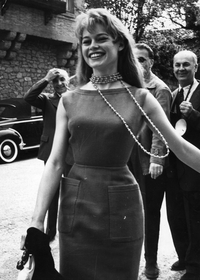 this-is-what-the-cannes-film-festival-looked-like-in-the-50s-1761481-1462581869.640x0c