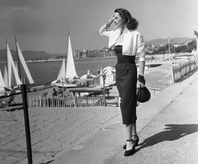 this-is-what-the-cannes-film-festival-looked-like-in-the-50s-1761482-1462581870.640x0c