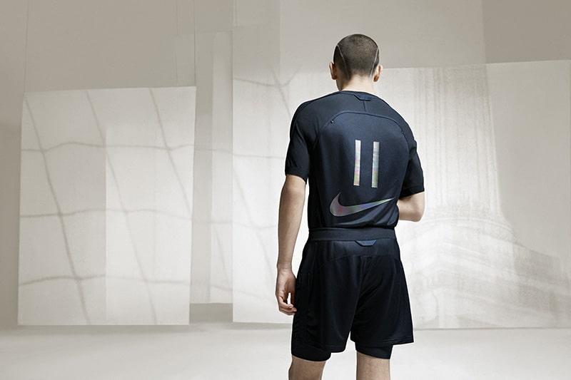 brand new fee45 c4d51 Dos magistrales formas de interpretar la estética que rodea al universo del  fútbol y que estarán disponibles en los próximos días. La colección Nike x  Kim ...