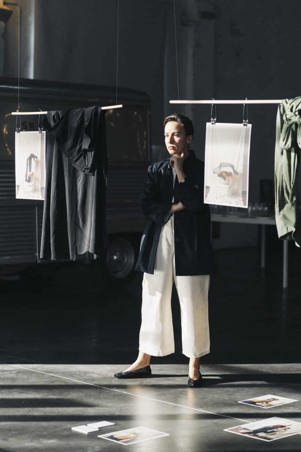 af36446e2768 Julia Velázquez dejó su Pamplona natal en 2014 para estudiar diseño de moda.  5 años después